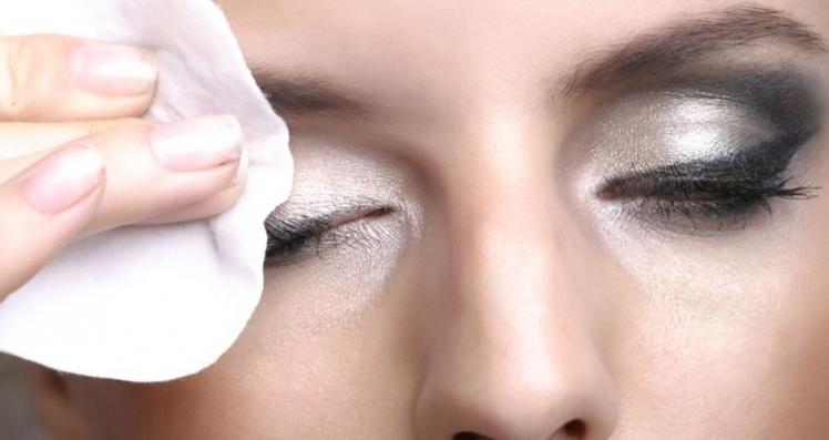 demaquillage-yeux1-940-500-wplok-940-500-wplok.jpg